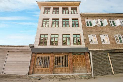 Guesthouse near Dal Lake in Srinagar, by GuestHouser 37411, Anantnag