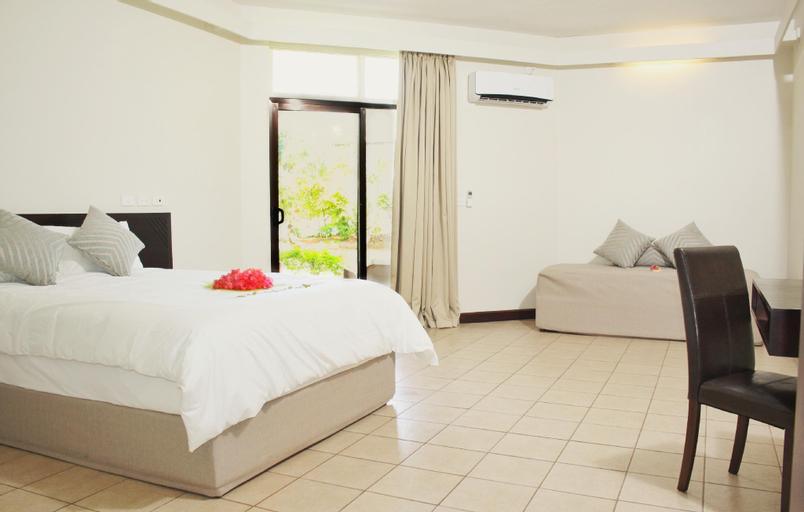 Hotel Oasis, Ba