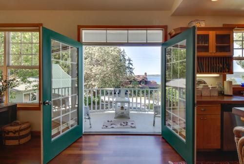Classic Carriage House in Langley, Island