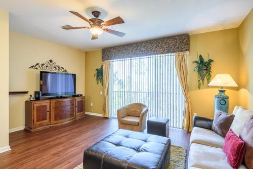 4004 - Three Bedroom Condominium, Orange