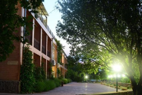 Avenue Park Hotel, Bo'stonliq