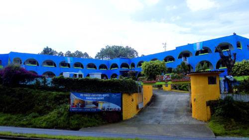 Hotel Paz en la Tormenta, Sumpango