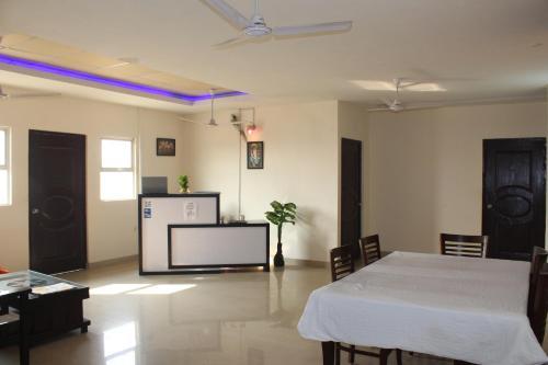 Modernio Hospitality Services, Gautam Buddha Nagar