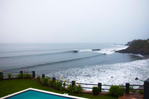 Punta Flores Surf Hotel, Chirilagua