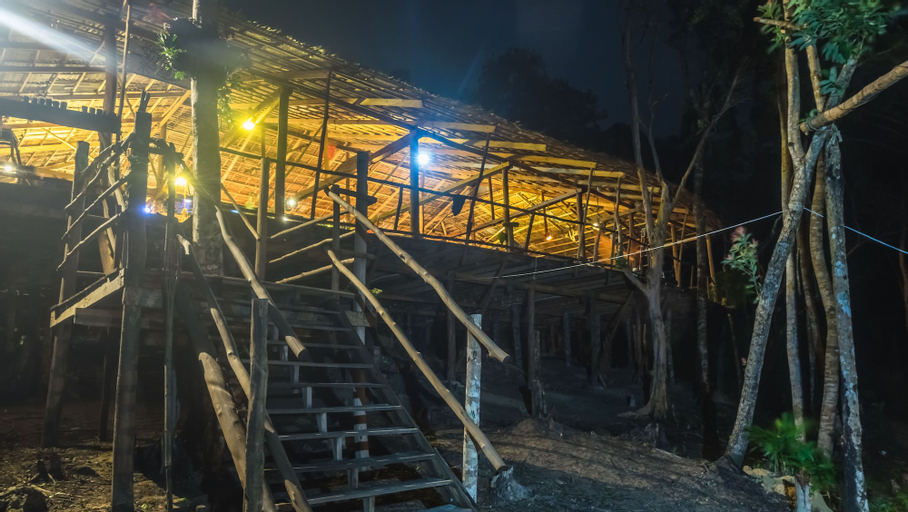 Driftwood Hostel and Bungalows, Botum Sakor