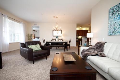 Island Breeze Lake View - Three Bedroom Condominium, Orange