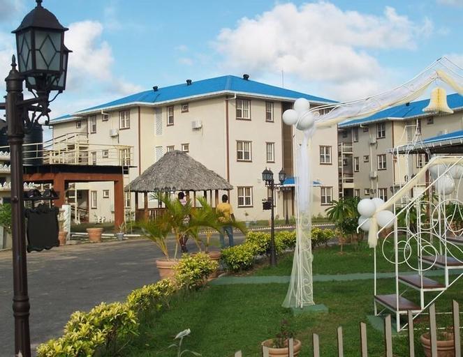 Aracari Hotel Guyana, Meer Zorgen / Malgre Tout