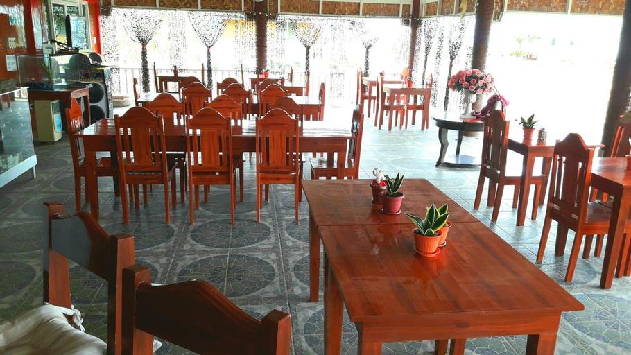 Smylen Homestay and Resto-Bar (Pet-friendly), Maria