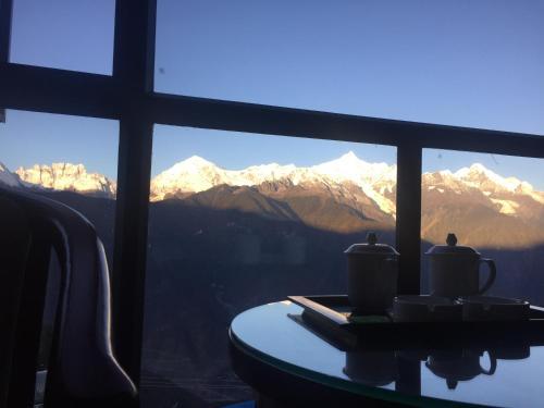 Mingzhu Hotel, Dêqên Tibetan