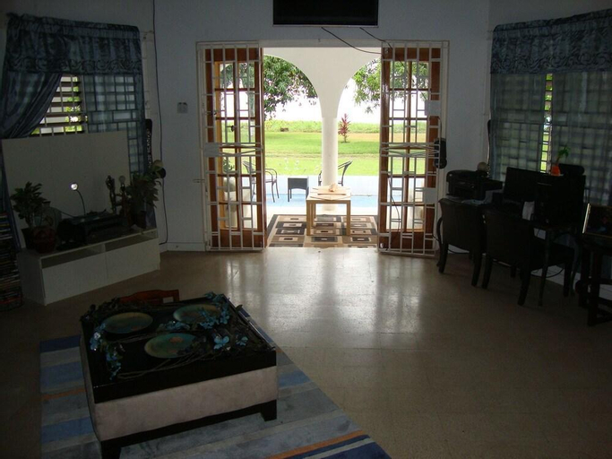 By the Sea Vacation Home and Villa,