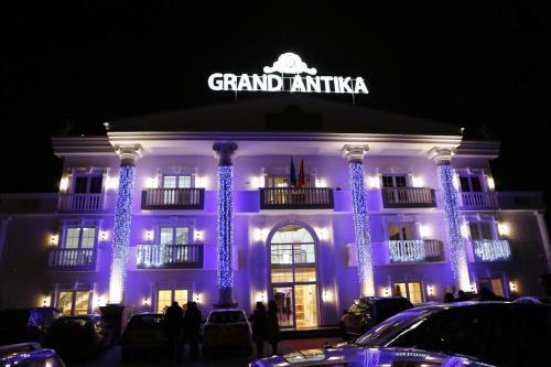 Grand Antika, Peć