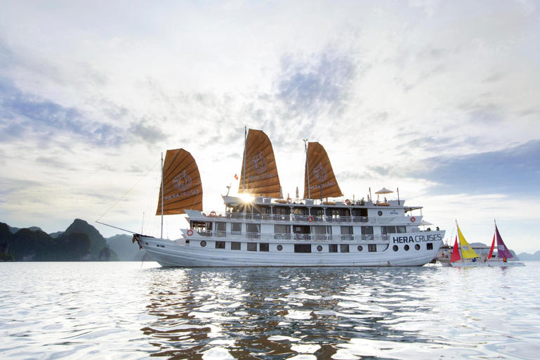 Ultralux Hera Cruise, Hạ Long