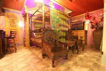 Chez Lee Palace Motel, Gyeyang