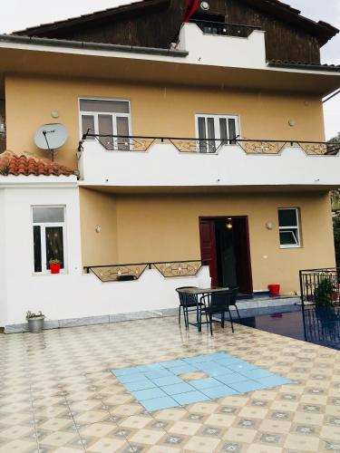 Guesthouse BellaVista, Beratit