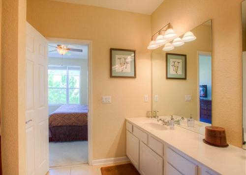 Bayshore Luxury - Three Bedroom Townhome, Orange