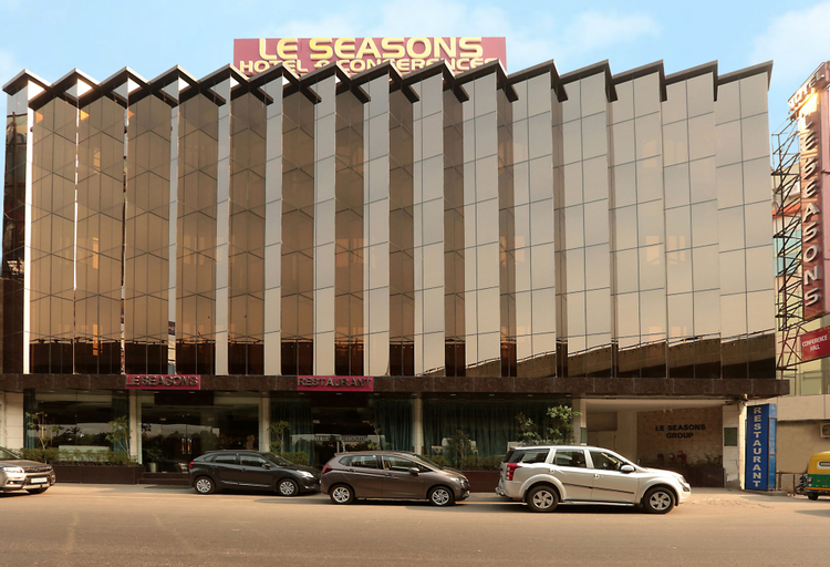 Hotel Le Seasons, West