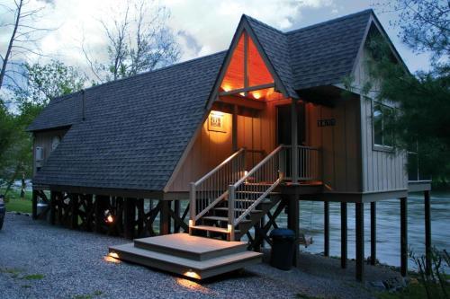 Blue Moon Cabin, Pulaski