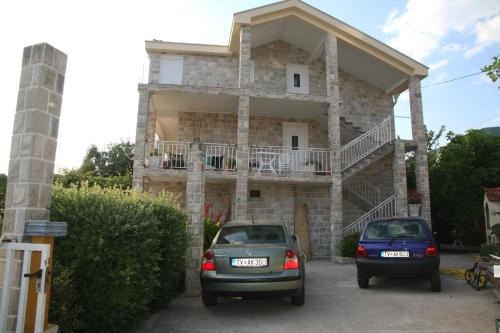 Apartments R.,