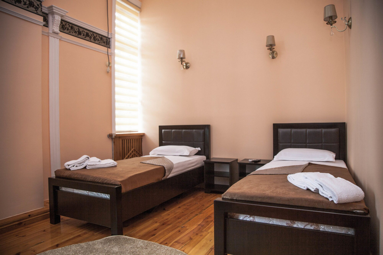 Platan Hostel, Oqdaryo