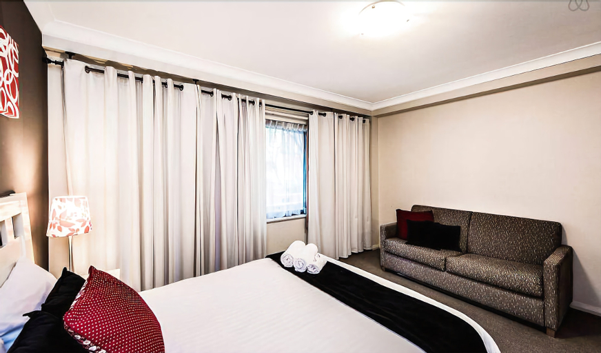 Two bedroom Apt next to Perth CBD with Parking., Perth