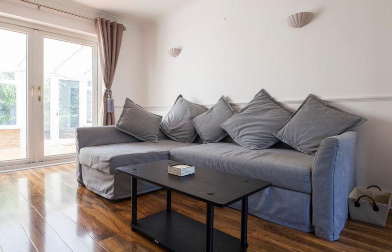Spacious 3-br House W/conservatory in Greenwich, London