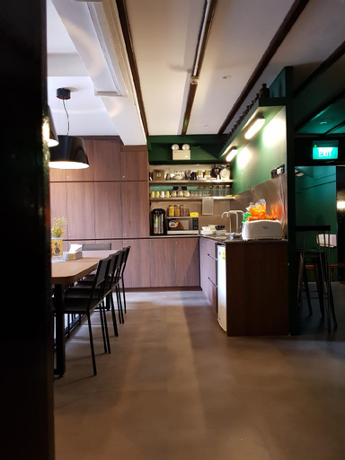 Wink Capsule Hostel @ Chinatownn, Singapore