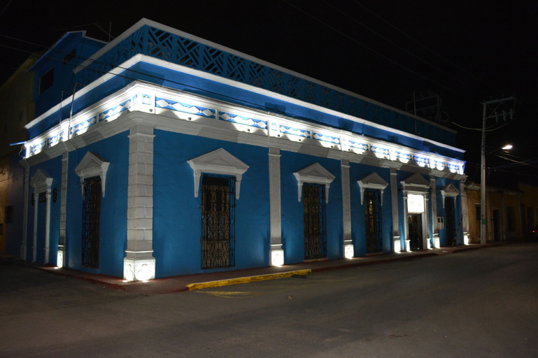 Hotel Victoria, Carmen