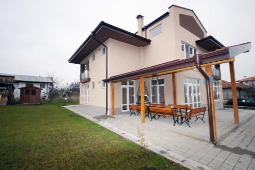 Villa Jerman, Breznik