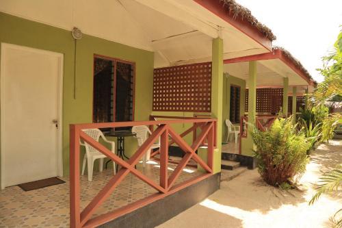 The Hidden Lodge, Luganville