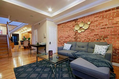 Brick 3BR Home in Trendy Neighborhood, Baltimore