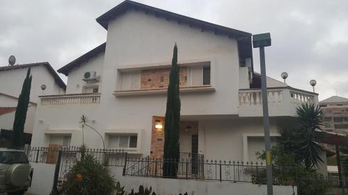 Einav Holiday House,