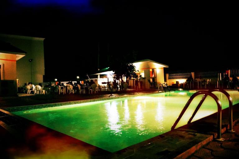 Frankville Hotel, Karu