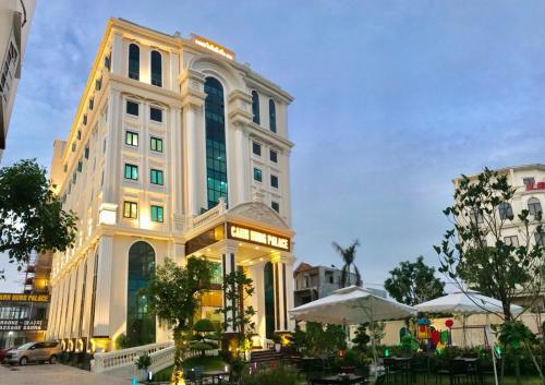 Canh Hung Palace, Hồng Bàng