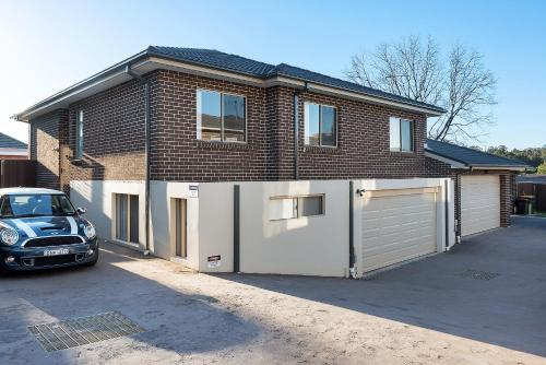 West Ryde Large 4 Bedroom Town House, Ryde