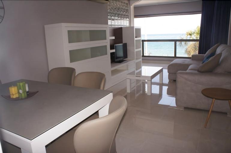 Levante Seafront Beach Apartment, Alicante