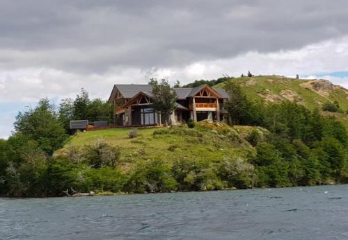 Casa HOM con Piscina Temperada en Lago Castor, Coihaique