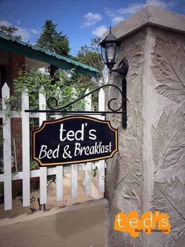 Ted's Bed and Breakfast, Santa Cruz