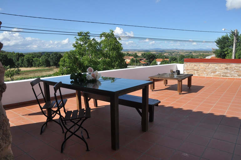 House With 2 Bedrooms in Parada, With Wonderful Mountain View, Enclosed Garden and Wifi - 22 km From the Beach, Bragança