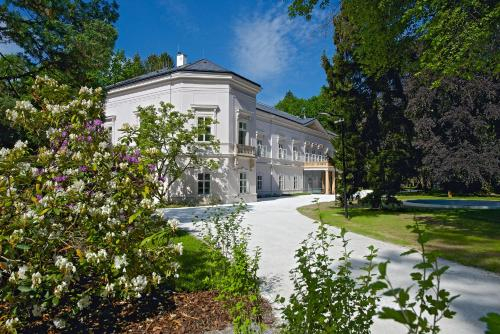 Zamek Ratmerice - Hotel & Resort, Benešov