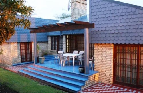 Obaa Sima Guest House, O.R.Tambo