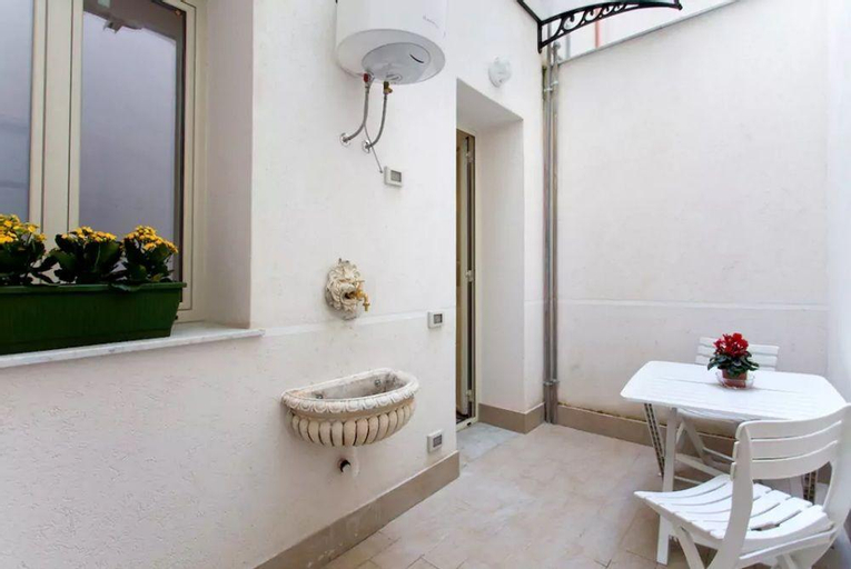 Apartment With one Bedroom in Palermo, With Balcony and Wifi - 10 km F, Palermo