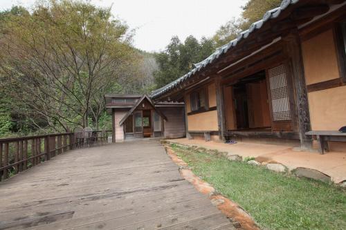 Tea Field Guest House, Hadong