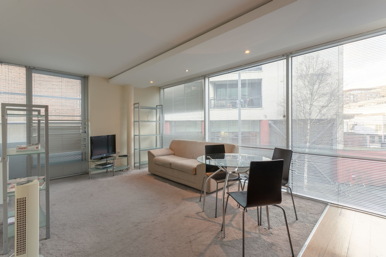 2 Bedroom Apartment in the Heart of Stratford Sleeps 3, London