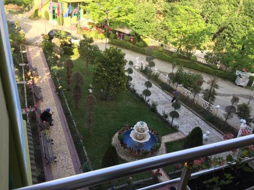 Kuqja Hotel, Elbasanit