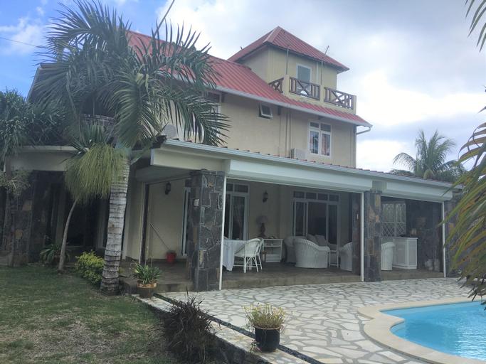Tropical Villa 5 Min to the Beach,