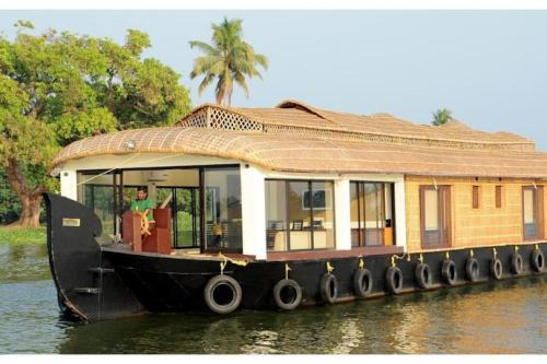 1 BR Houseboat in Krishna Swami Road, Alappuzha (9913), by GuestHouser, Palakkad