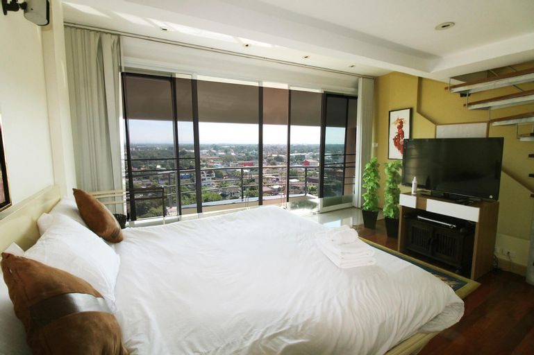Penthouse 2 bedroom/6 person with Spacious view on Night Bazaar road! - 39909439, Muang Chiang Mai