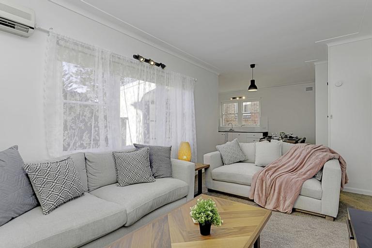4 BR Apartment Short Walk to Bondi Beach, Waverley