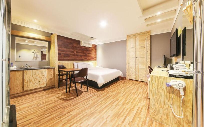 HOTEL 7, Nam