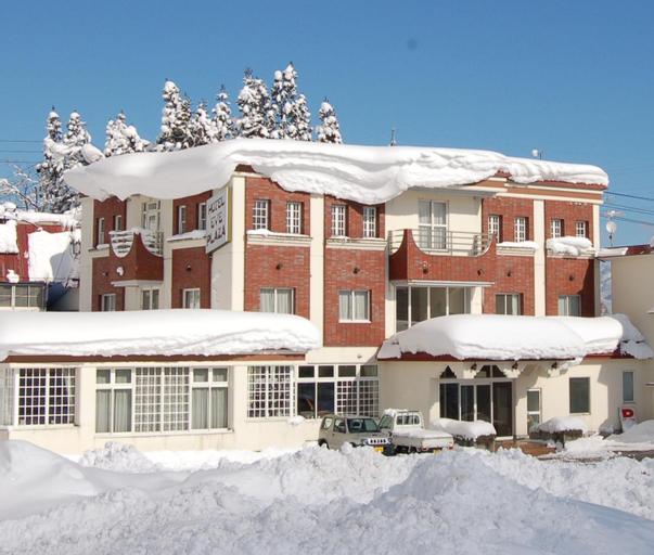 Hotel Eve Plaza, Otari